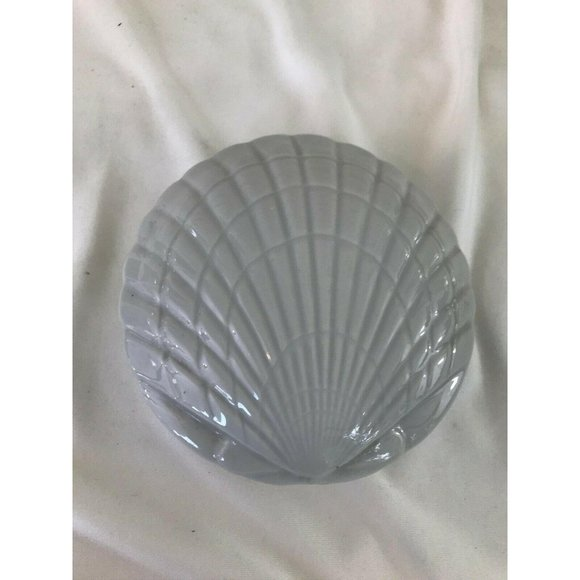 Vintage sea shell shaped dish with lid jewelry dec